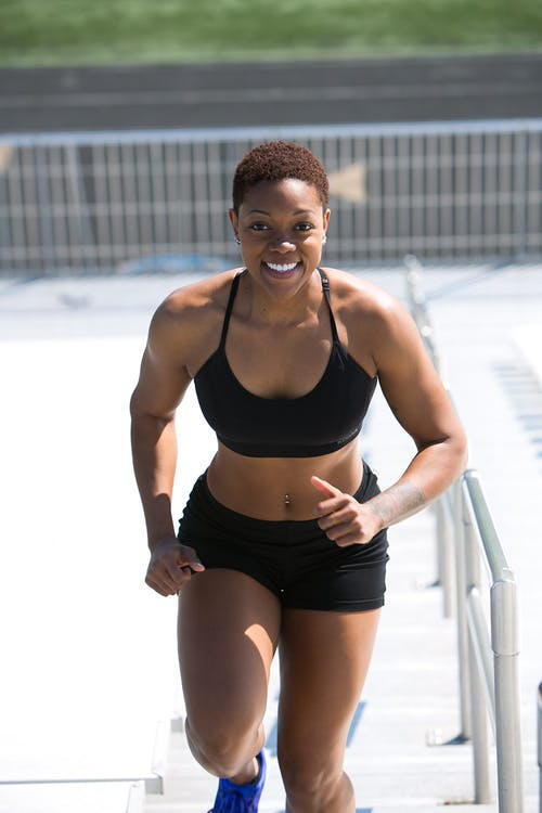 black woman excersizing to lose weight